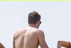 Ryan Reynolds nude beach photos