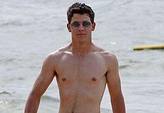 Nick Jonas male celebs gay