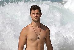 Taylor Lautner masturbating