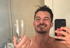 Orlando Bloom selfie nude