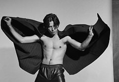 Cole Sprouse nude photos