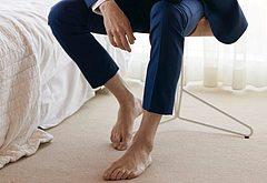 Tom Hiddleston foot
