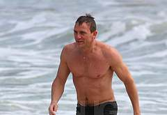 Daniel Craig beach oops
