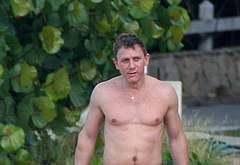 Daniel Craig shirtless photos