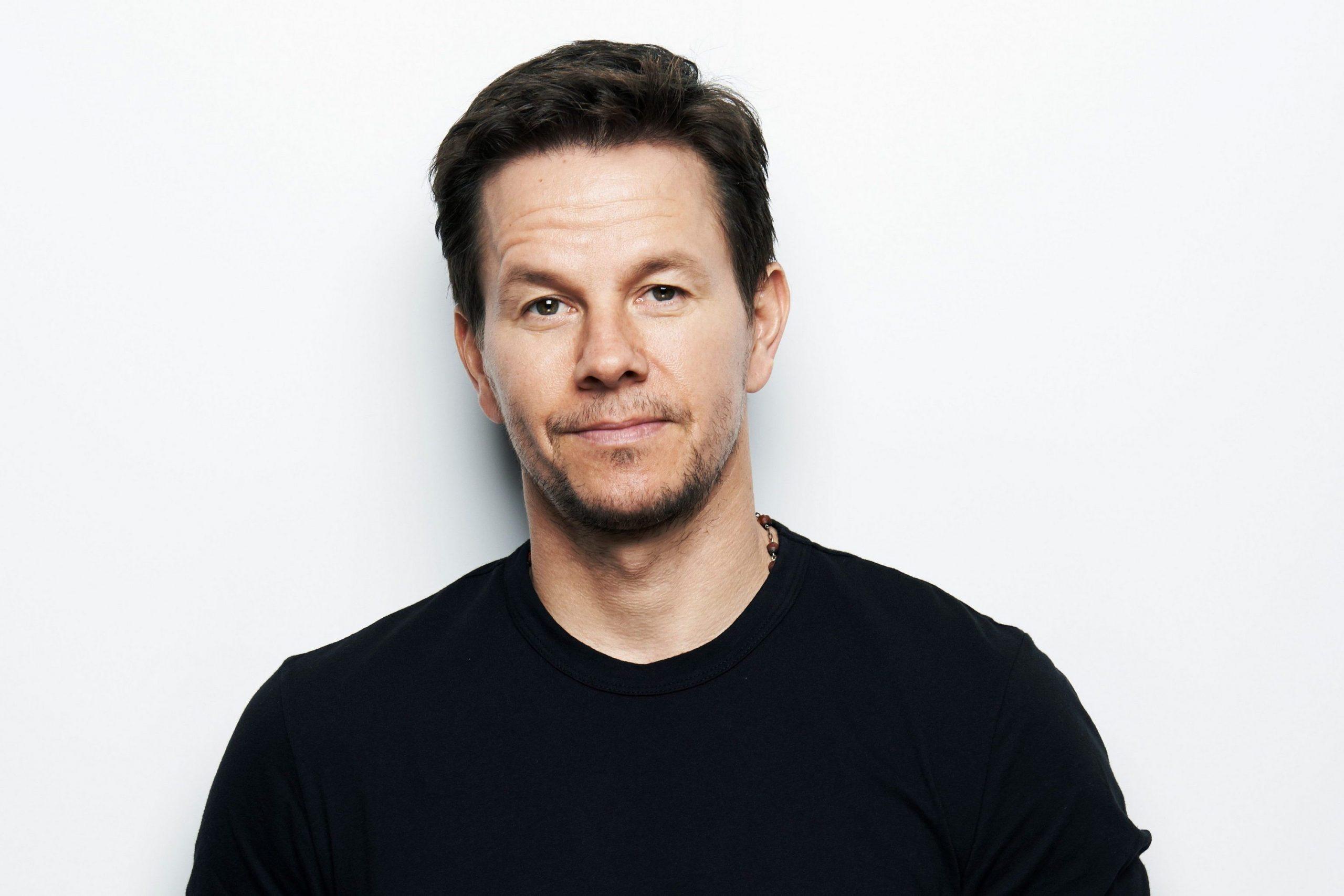 Mark Wahlberg Naked In Movie & Bulge Beach Shots - Men