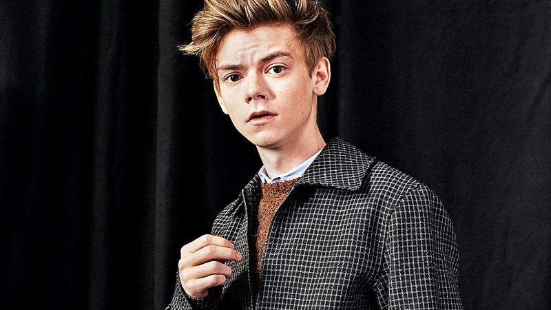 Thomas Brodie-Sangster Nude Shower Scenes & Sexy Photos