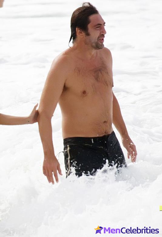 [Image: javier-bardem-naked-beach-pics.jpg]