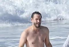 Keanu Reeves bulge pics