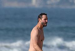 Keanu Reeves penis shots