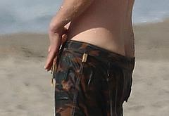 Keanu Reeves penis slips