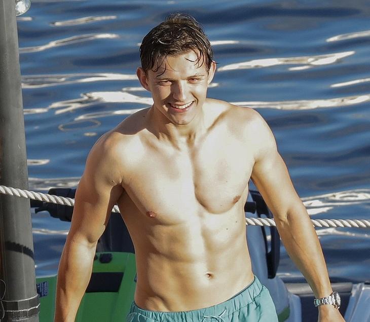 Holland nudes tom Tom Holland