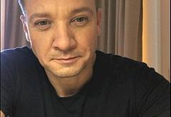 Jeremy Renner leaked nude selfie