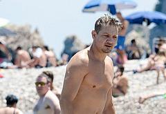 Jeremy Renner nude beach pics