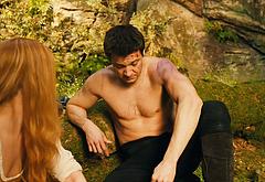 Jeremy Renner nude in movie