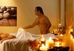 Kumail Nanjiani shirtless movie scenes