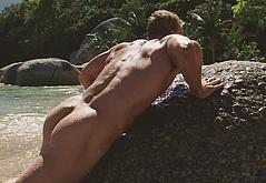 Alan Ritchson ass naked