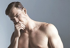 Alan Ritchson abs