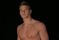 Alan Ritchson frontal nude