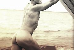 Alan Ritchson nude photos