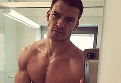Alan Ritchson penis selfie