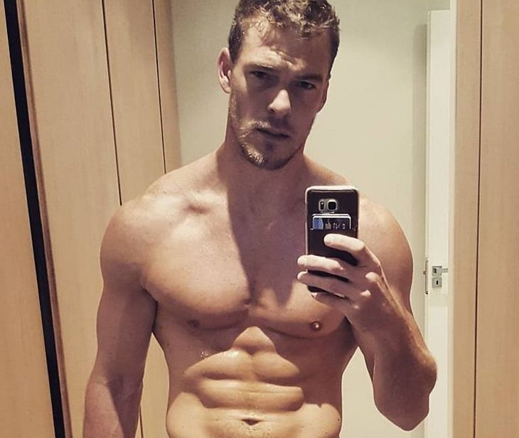 Alan Ritchson thefappening