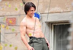 Tom Cruise paparazzi bulge