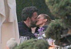 Ben Affleck kiss