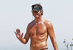 Jerry O'Connell naked on beach