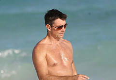 Jerry O'Connell sexy beach pics