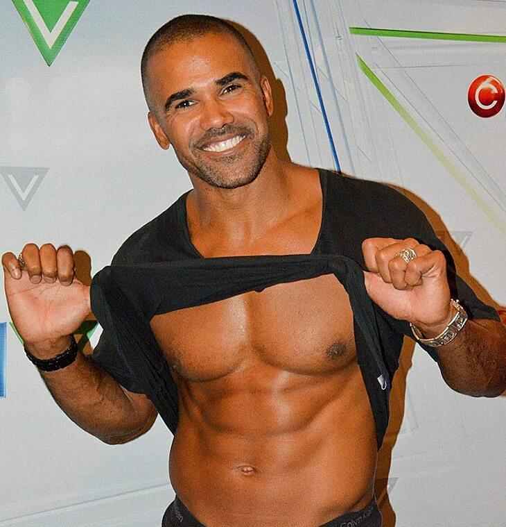 Shemar Moore striptease