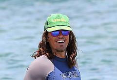 Steve Howey beach pics