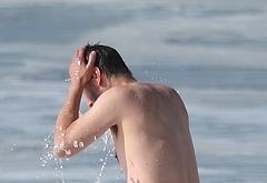 Keanu Reeves beach photos