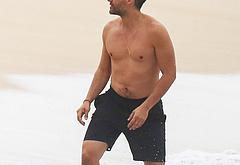 Oscar Isaac nude beach