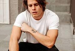 Jake Manley hot