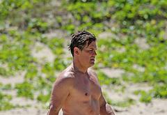 Josh Brolin beach photos