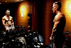 Josh Brolin muscle