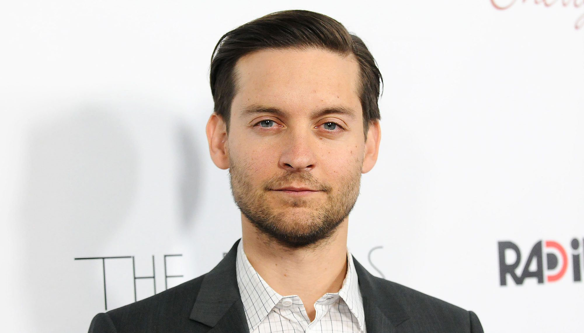 Tobey Maguire Sexy Gay Scenes & Shirtless Beach Pics