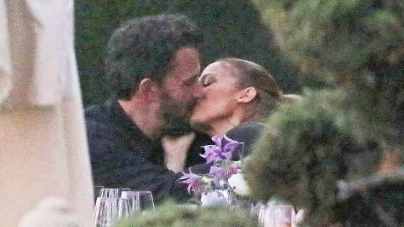 Finally Ben Affleck and Jennifer Lopez Hot Kisses At Lunch – They're Together Again!