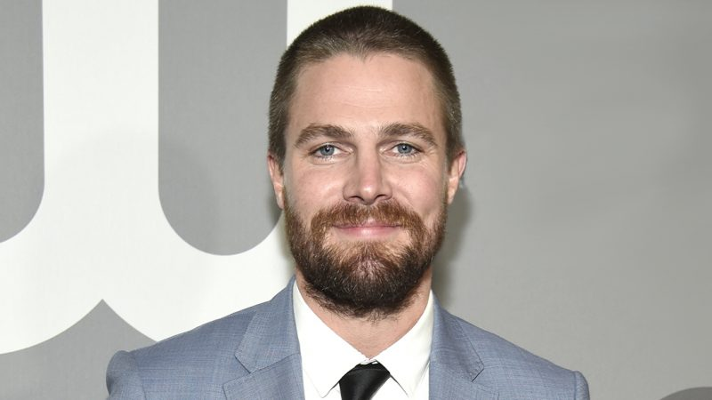 Stephen Amell Nude Vids & Shirtless Bulge Beach Pics Collection